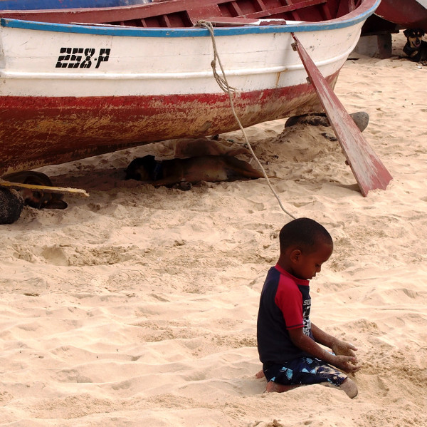 cabo verde kids playing